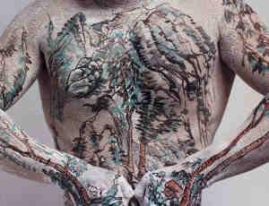 少见的男性人体山水彩绘欣赏