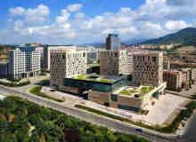 中国青岛崂山区市民文化中心完工造型神似魔方 – 【中国前沿建筑设计】