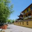 春天寺庙走廊背景照片(JPG格式,免费商用)6240X4160 像素