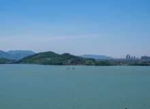 湖面蓝天背景照片素材,免费商用版权