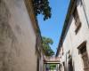 老街弄堂里的天空、天际线照片(免费商用照片下载,6240X4160 像素)
