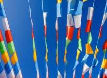 七彩旗帜、彩旗背景图片