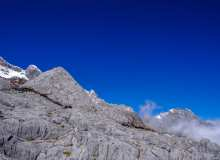 玉龙雪山朝圣者背景照片
