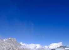 云海之上蓝天风景照片