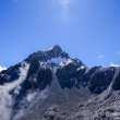玉龙雪山雄伟峰顶背景照片