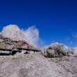 攀登雪山、悬崖上的走廊背景图片